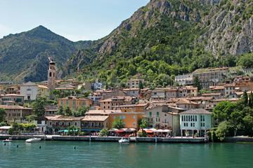 Fototapeta na wymiar Limone sul Garda