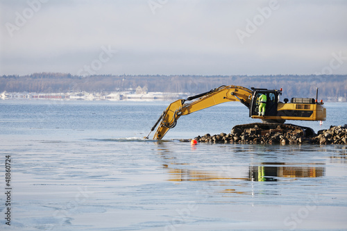 bulldozer doing dredging works in icy sea Canvas-taulu