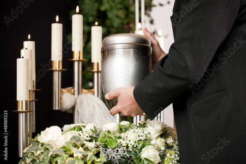 Foto Grief - urn Funeral and cemetery