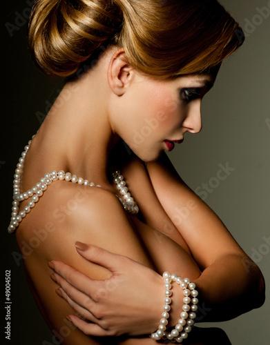 Photo  Beautiful woman with fashion hairstyle
