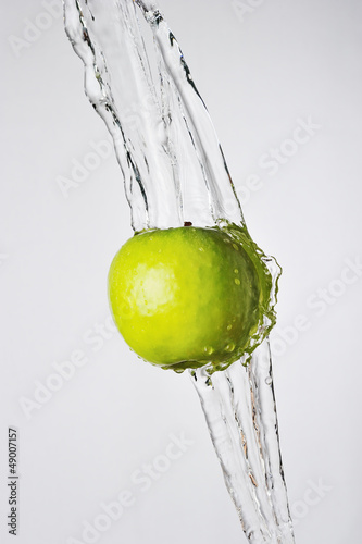 Poster Eclaboussures d eau Green apple and water splash