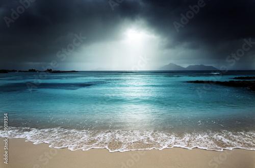 Foto auf Gartenposter Strand dark sky on the beach of la Digue island, Seychelles