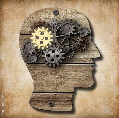model-mozgu-wykonany-z-zardzewialych-metalowych-kol-zebatych-i-zlotego