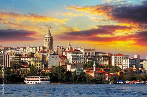Leinwand Poster  Istanbul bei Sonnenuntergang - Galata Bezirk, Türkei