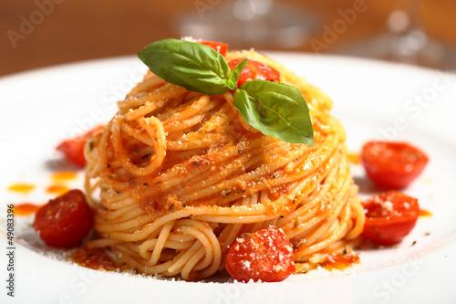 Fotografering  pasta italiana spaghetti al pomodoro