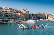 Port De Sète Avec Les Bateaux Des Joutes, Hérault, Occitanie En France