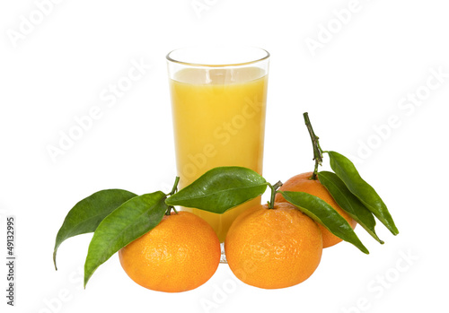 Foto op Canvas Sap Mandarin and a glass of juice on a white background