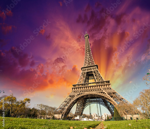 Foto op Canvas Parijs Wonderful view of Eiffel Tower in Paris. La Tour Eiffel with sun