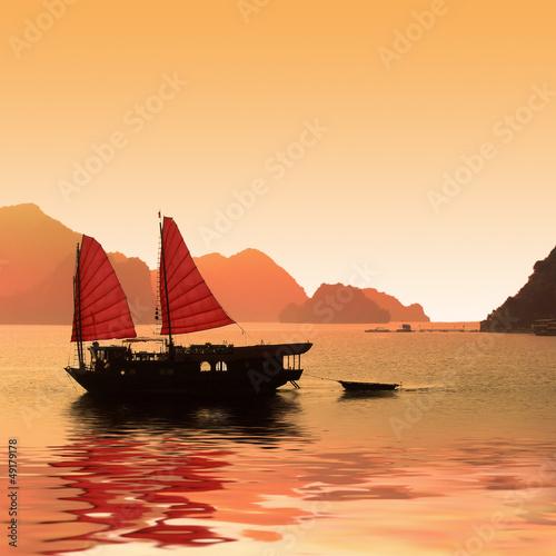Fotografía  Jonque dans la baie d'Halong - Vietnam