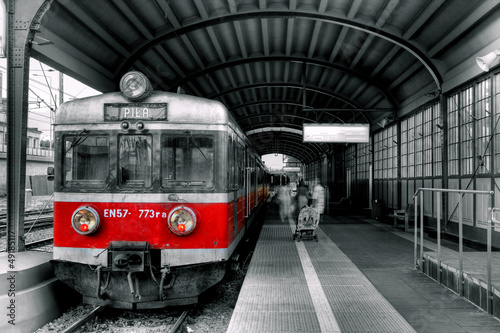 Foto op Canvas Rood, zwart, wit red train