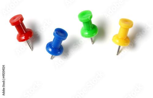 Fotografía  color drawing pins isolated