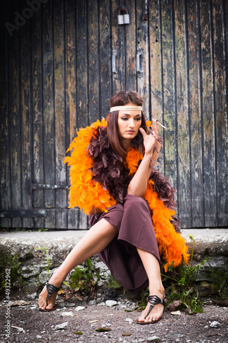 Photo  smoking actress in brown and orange boa