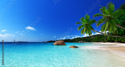 Photo Stands Turquoise Anse Lazio beach at Praslin island, Seychelles