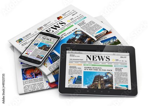 Fotografía  Electronic and paper media concept