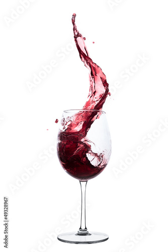 Papiers peints Vin red wine splashing out of a glass, isolated on white