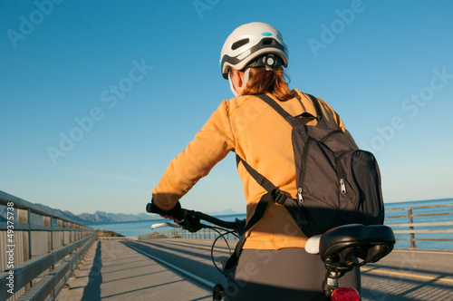 woman cycling outdoors Tablou Canvas