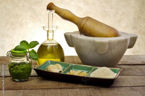 Carta da parati pesto sauce with ingredients