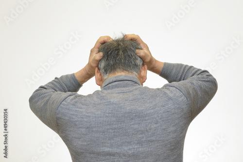 Fotografie, Obraz  頭を抱え込む男性