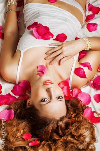 Fototapeta Beautiful young woman with curly hair obraz na płótnie