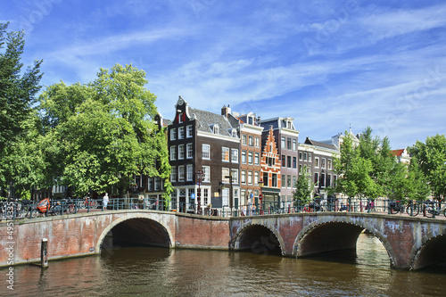 Fototapety, obrazy: Ancient bridge in the historic canal belt of Amsterdam, The Netherlands.