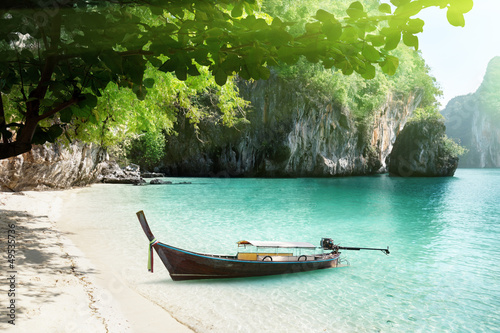 Motiv-Rollo Basic - boat on beach of island in Krabi Province, Thailand