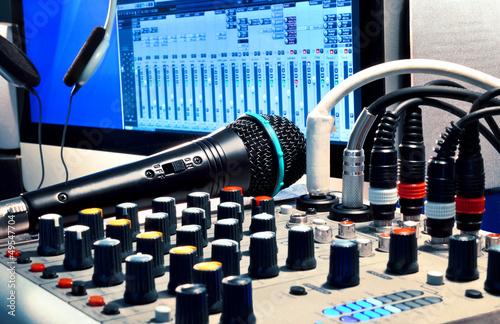 Fotografie, Obraz  Homerecording Software – Mischpult und Mikrofon mit Computer