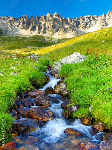 rzeka-i-trawa-sklad-natury