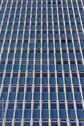 In de dag Centraal Europa Abstraktes Detail der Fassade eines Bürogebäudes