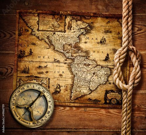 stary-kompas-i-archiwalne-mapy