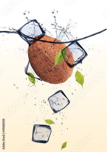 Poster Dans la glace Coconut with ice cubes