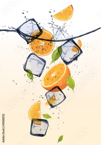 Foto op Canvas In het ijs Oranges with ice cubes