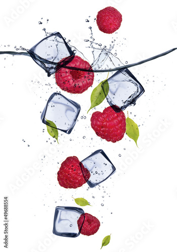 Poster Dans la glace Raspberries with ice cubes, isolated on white background