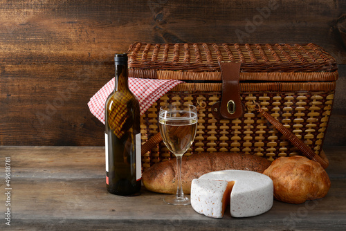 Staande foto Picknick vintage picnic basket with wine