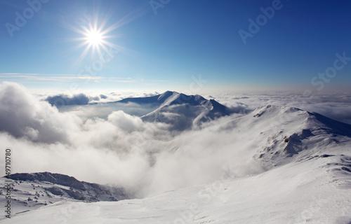 zimowy-krajobraz-gorski-ze-sloncem-slowacja