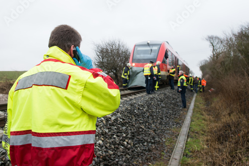 Fotobehang Spoorlijn Bahnunfall - Rettungsdienst