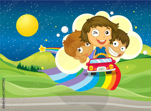 In de dag Regenboog Three kids riding on a car passing over the rainbow