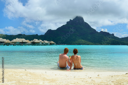 Romantic honeymoon couple on Bora Bora Obraz na płótnie