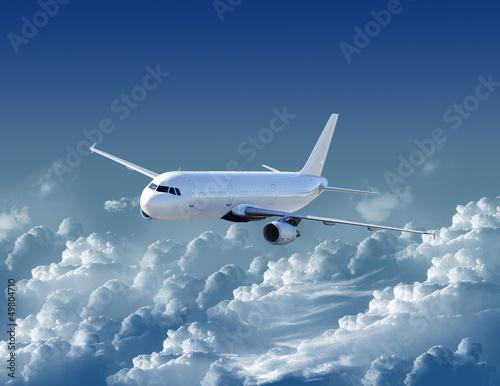 samolot-na-niebie