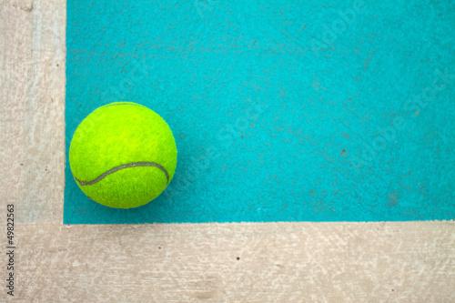 Photo  A tennis ball on court