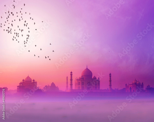 Photo  India. Taj Mahal sunset silhouette. Tajmahal palace in sunset sk