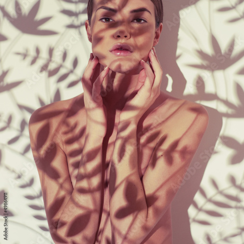 Küchenrückwand aus Glas mit Foto womenART Beautiful lady with floral pattern on body