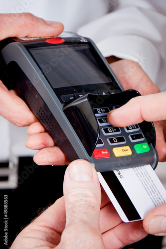 Ec Kartenzahlung.Ec Kartenzahlung Im Restaurant Mit Frau Und Mann Buy This