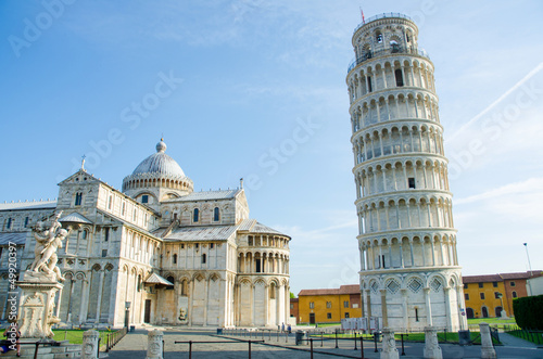 Tuinposter Monument Famous leaning tower of Pisa during summer day