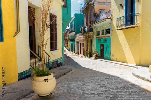kolorowa-ulica-w-starym-havana