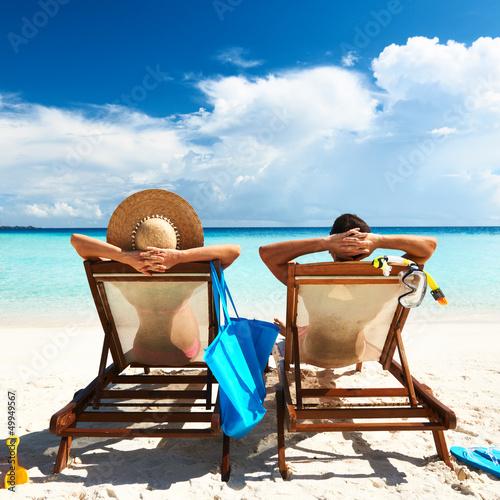 Couple on a beach Billede på lærred