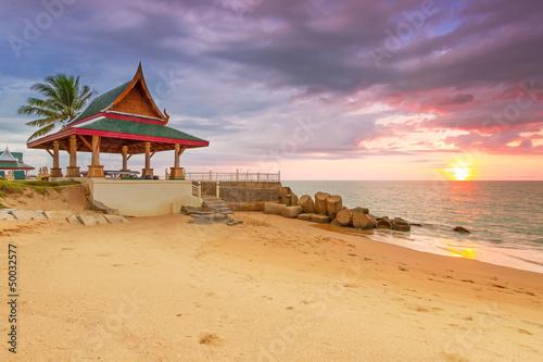 zadziwiajacy-zmierzch-na-plazy-koh-kho-khao-wyspa-w-tajlandia