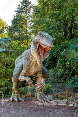 Photo  model of big tyranosaurus rex jungle