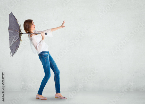 Papel de parede  Girl over a white wall, wind blowing
