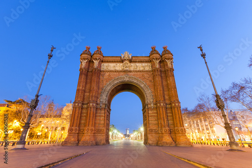 Photo  Arc de Triomf in Barcelona at Night