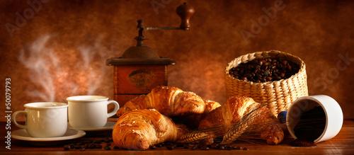 Papiers peints Café en grains Caffè e Croissant caldi
